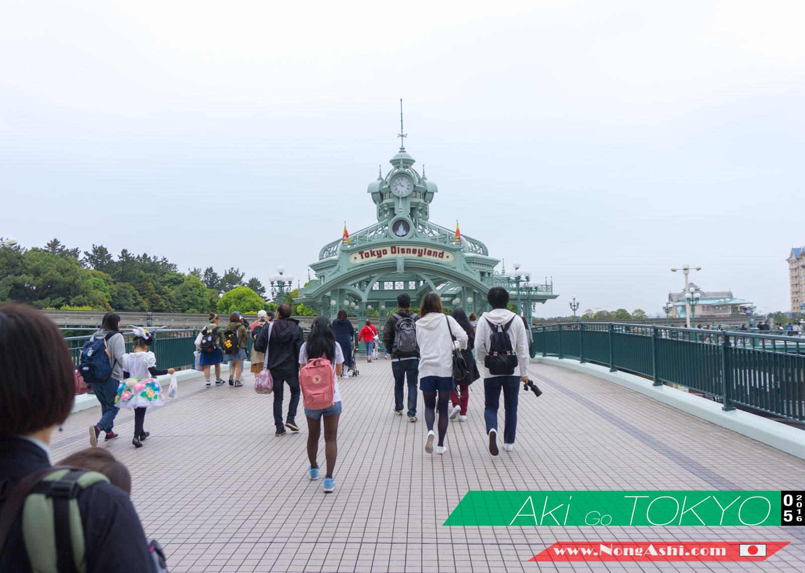 กำลังเดินไป Tokyo DisneyLand