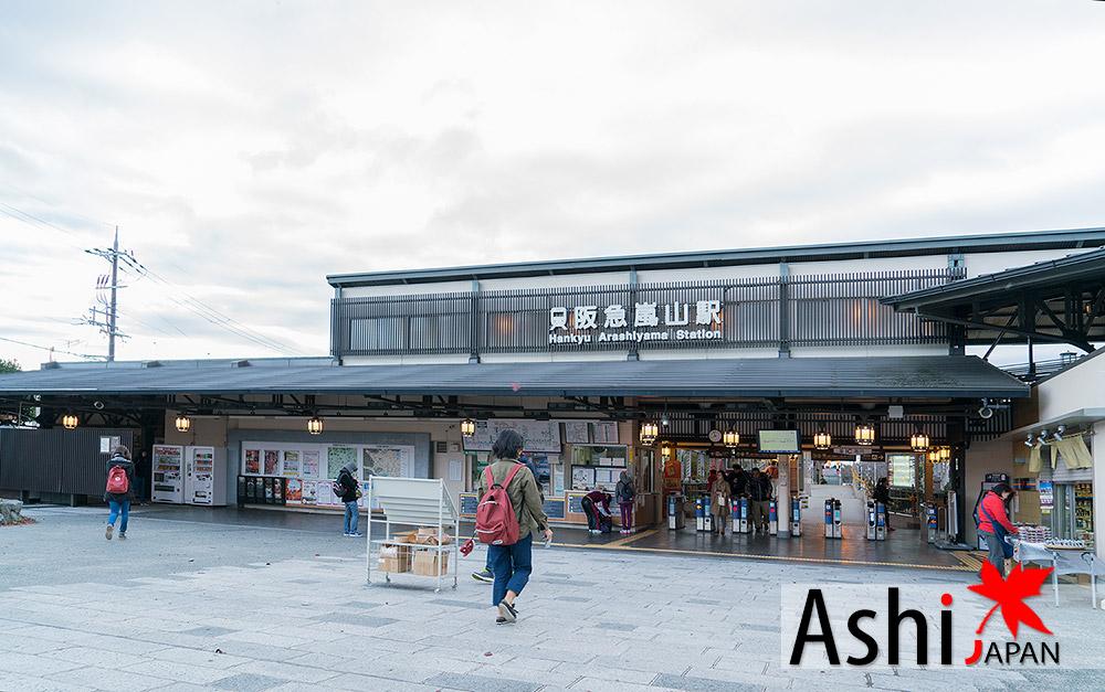 บริเวณหน้าสถานีรถไฟ Arashiyama(HANKYU)