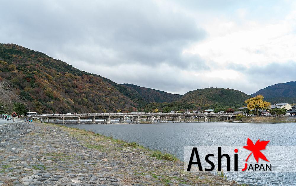นั้นไง สะพานโทเง็ตสึเคียว | ใบไม้แดงอาราชิยาม่า