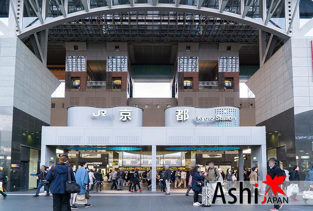 นั่ง Taxi มาลงที่สถานีรถไฟเกียวโต