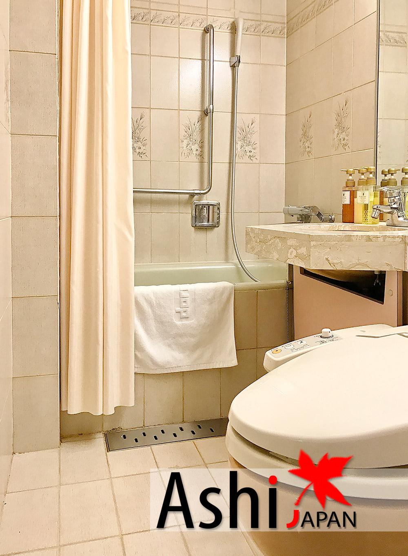 มีห้องน้ำ ภายในมีอุปกรณ์ให้เพียบพร้อม