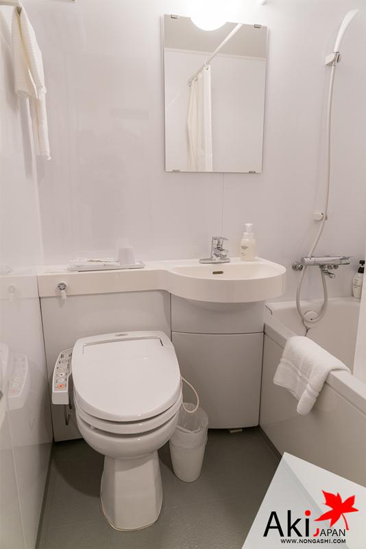 ห้องน้ำ ถ้าเป็นแบบห้อง / คนจะมีห้องน้ำแบบแยกโซนด้วย